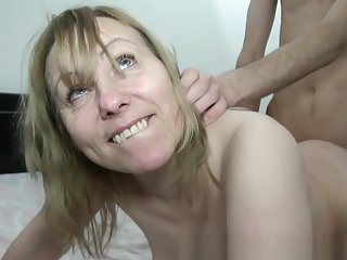 Carole french cougar affamee finie a la pisse