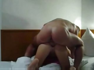 hot wife hooks up and creampied