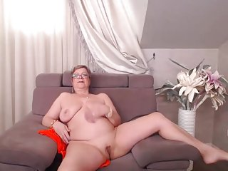 Pam Easter 03 Toys and Pulses Her Pussy