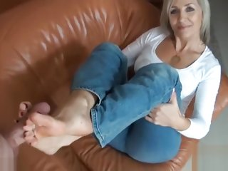 Footjob mature blonde