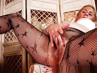 American gilf Cristine gets horny in new pantyhose